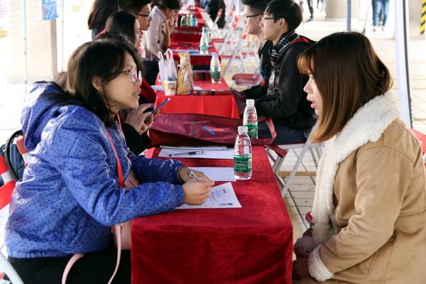"""""""阳光就业""""2017年广州市高校毕业生供需见面活动在我校顺利举行"""