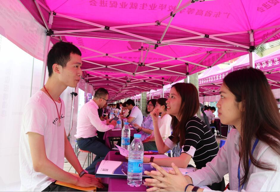 就业在行动——2018年第三场高校毕业生供需见面活动顺利举行