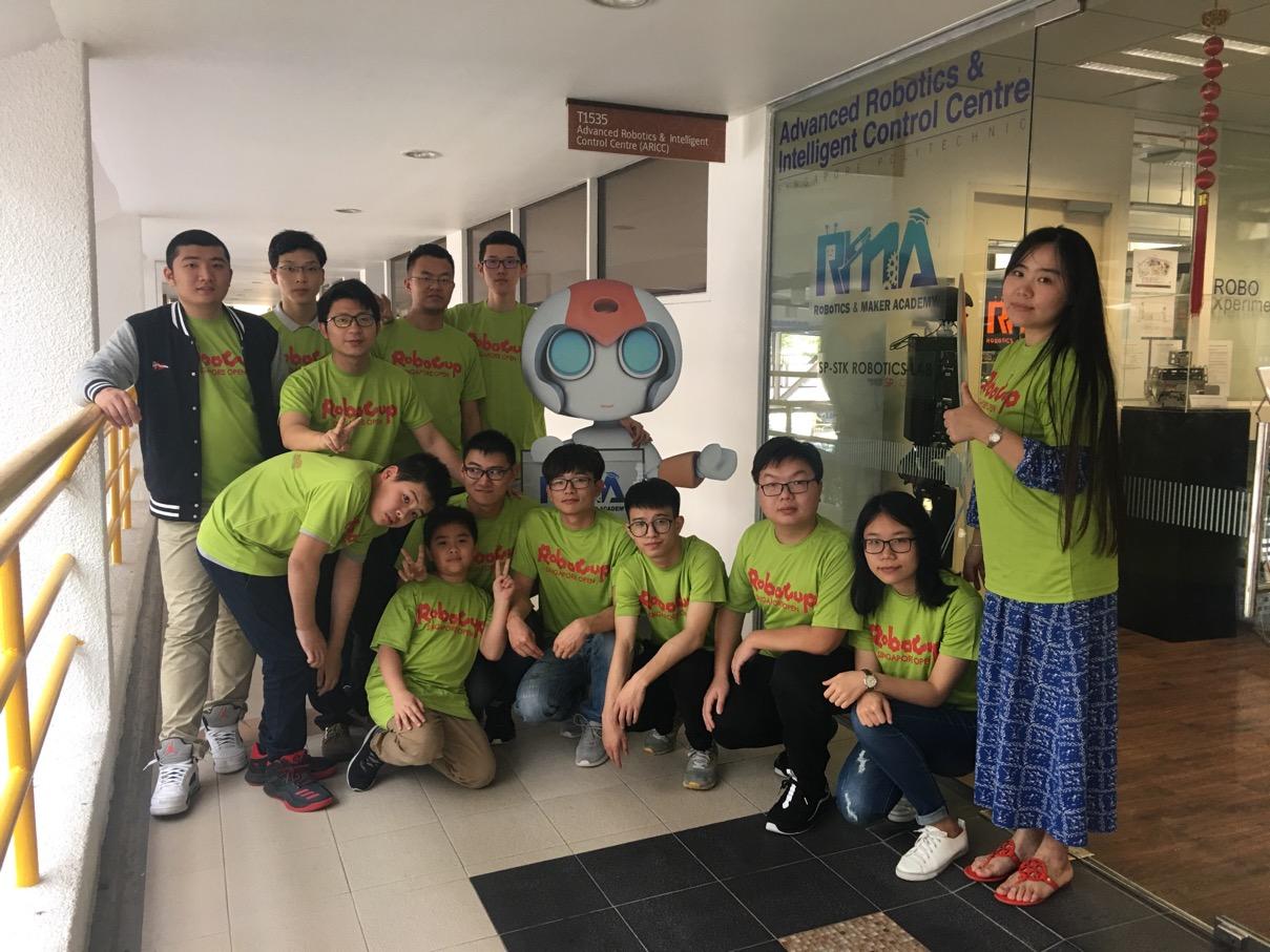 电子信息系师生赴新加坡理工学院体验创客之旅